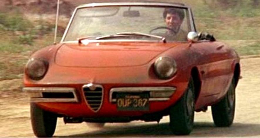 Dustin Hoffman, nel film 'Il laureato' di Mike Nichols, sull'Alfa Romeo 'Duetto' (1967) spider, disegnata da Pininfarina, foto © aut./Embassy/MGM-UA