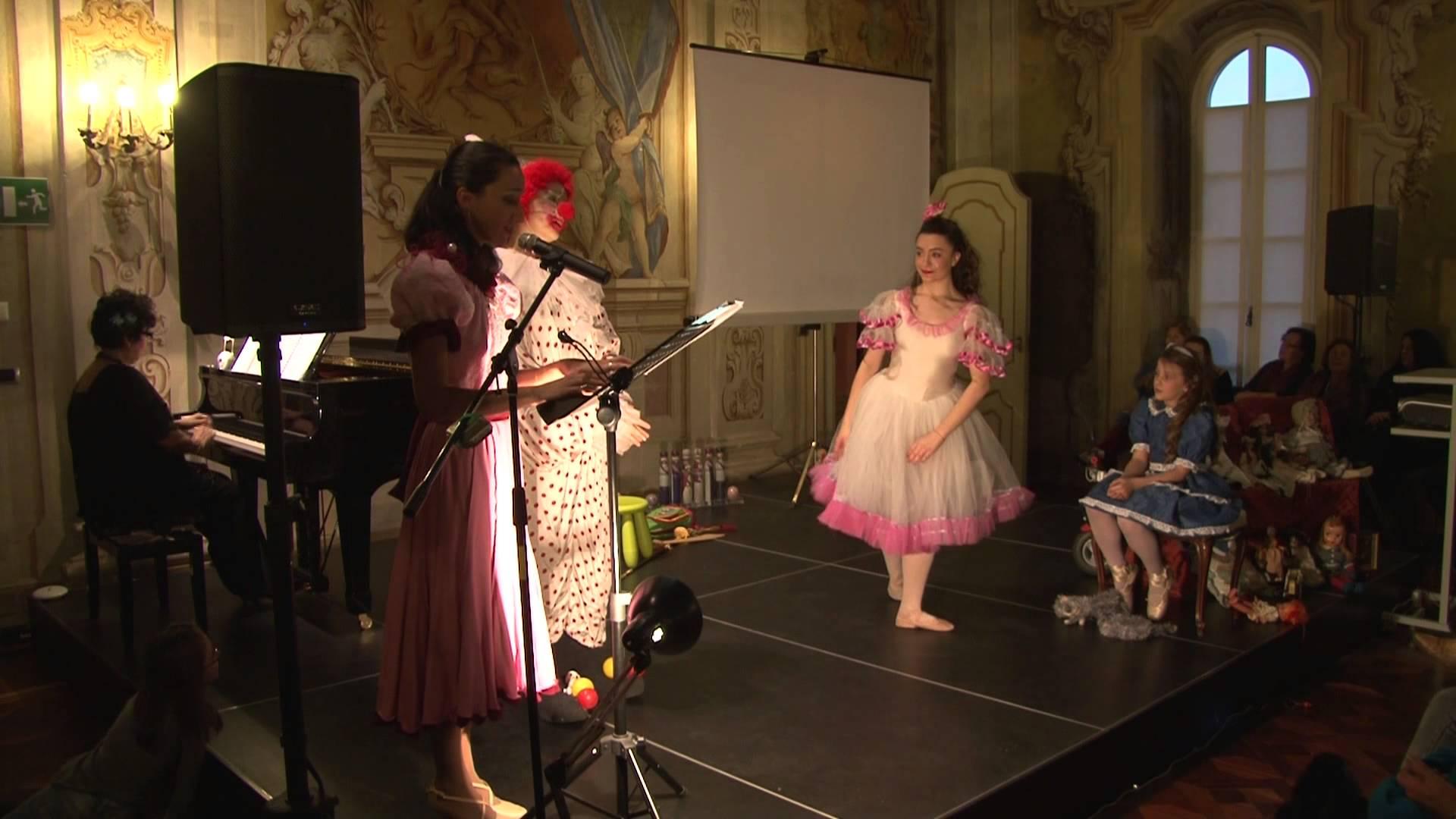 Video della rappresentazione dello spettacolo multimediale 'Di bambole e di sogni', tratto dall'omonima favola di Anna Maria Bracale Ceruti, in scena nel 2014 alla Tesoriera di Torino © aut./Alzani/ILdA