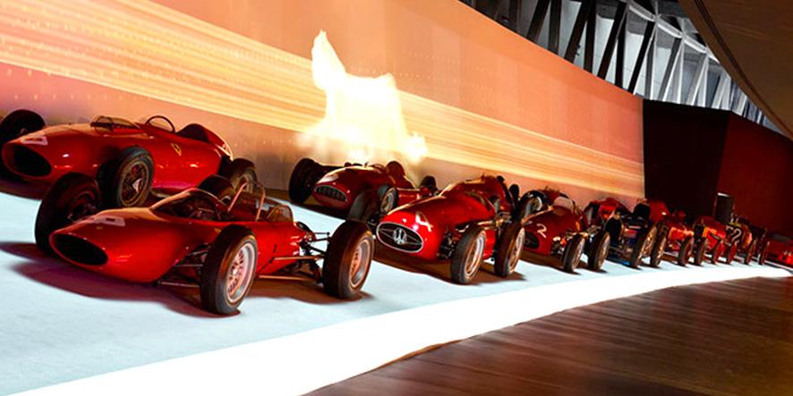Veduta della sezione corse dell'allestimento espositivo (a cura di F. Confino) all'interno del Museo dell'Automobile di Torino, foto © aut./MAUTO