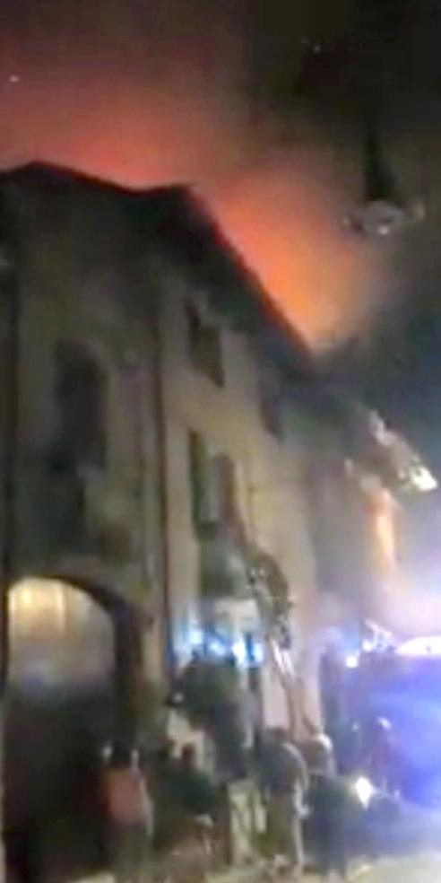 Pianezza (To), 22 ottobre 2017, un terribile incendio devasta la casa-studio del pittore Guglielmo Meltzeid, foto © aut./TorinoToday