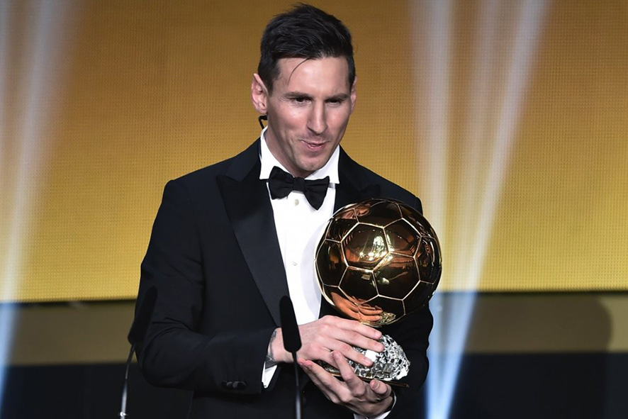 Lionel Messi riceve il Pallone d'Oro 2015, foto © aut. / FIFA TV / FranceFootball