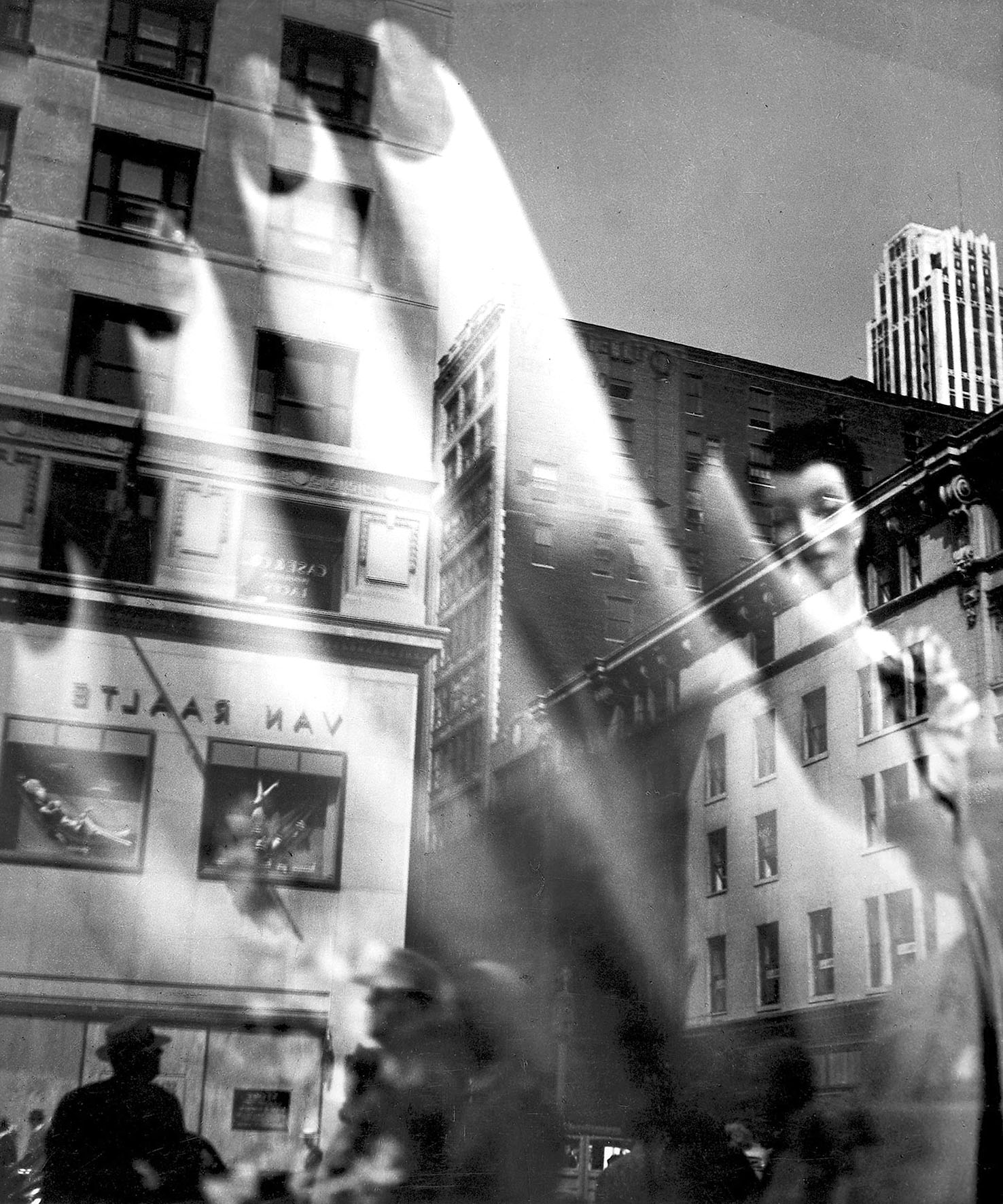L. Model, 'Reflections', 1941, foto b/n © Baudoin-Lebon/MC2/PHOS