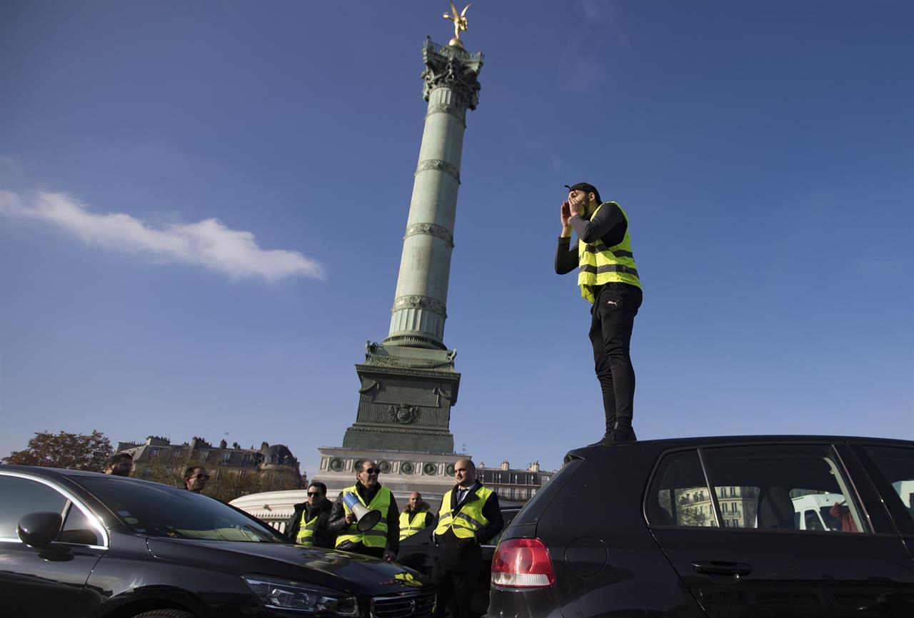 size 40 f4552 f86b8 Civico20 News   In Francia uccisa manifestante dei giubbini ...